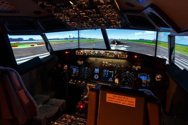 Відчуй себе пілотом: у кімнаті японського готелю встановили повнорозмірний авіасимулятор - фото 340321