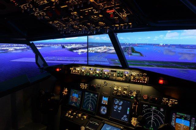 Відчуй себе пілотом: у кімнаті японського готелю встановили повнорозмірний авіасимулятор - фото 340322