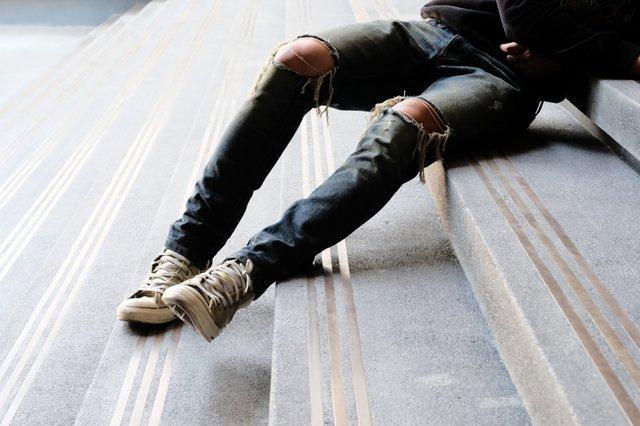 Як зашити чоловічі джинси - фото 340448
