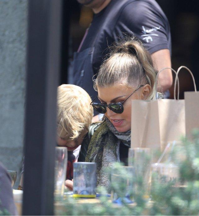 44-річна Fergie здивувала шанувальників своїм виглядом - фото 341159