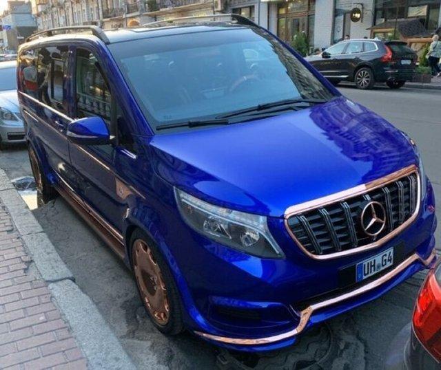 У Києві бачили незвичайний Mercedes-Maybach - фото 341211