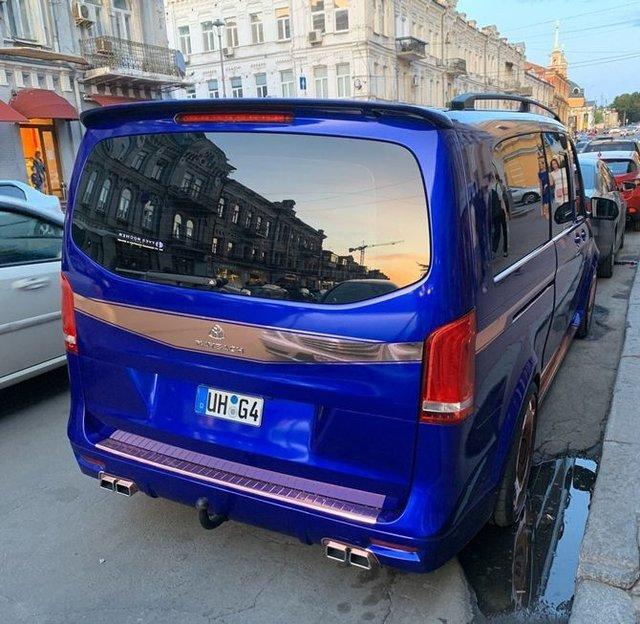 У Києві бачили незвичайний Mercedes-Maybach - фото 341212