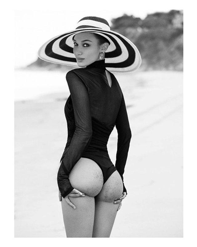 Сексуальна модель оголила сідниці на камеру - фото 341736