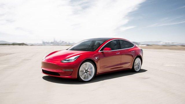 Tesla потішила новим звітом про безпеку - фото 341914