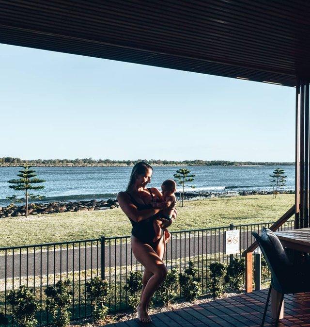 Австралійська пара мандрує світом на автобусі: яскраві фото - фото 341985