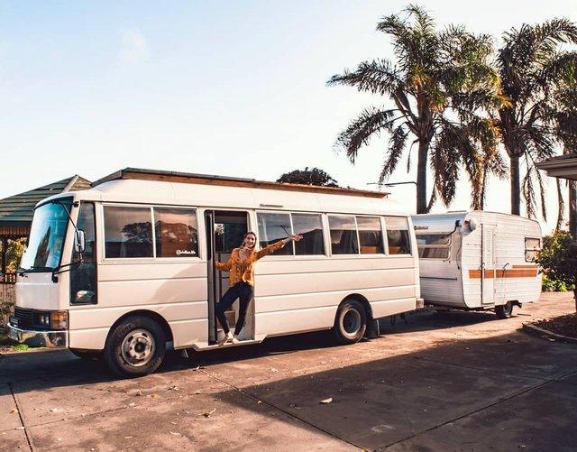 Австралійська пара мандрує світом на автобусі: яскраві фото - фото 341986