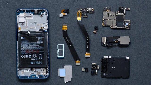 У Xiaomi Mi A3 використовується мінімум клею - фото 342080