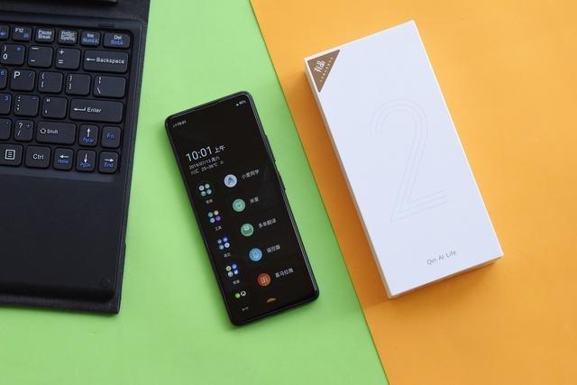 Xiaomi Qin 2: смартфон для студентів за 73 долари на Android GO - фото 342119