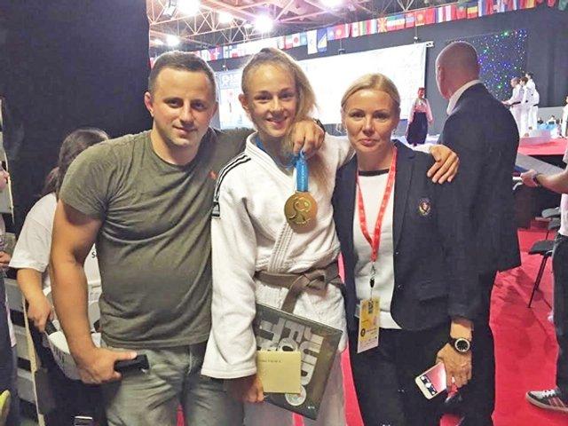 Геннадій Білодід з дружиною і донькою, яка також прославилась у дзюдо - фото 342420