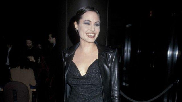 Як одягалися знаменитості у лихі 90-ті - фото 342433