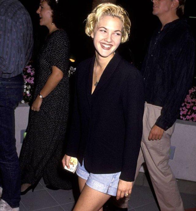 Як одягалися знаменитості у лихі 90-ті - фото 342436