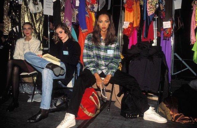 Як одягалися знаменитості у лихі 90-ті - фото 342438