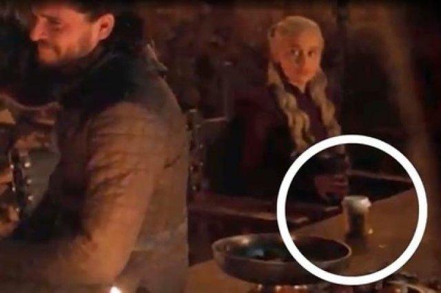 З чашкою Starbucks: зірки Гри престолів висміяли кіноляп у серіалі на фестивалі Comic-Con - фото 342549