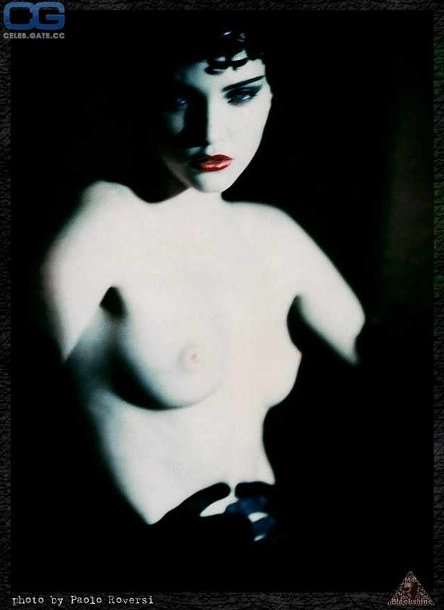 Моделі 90-х: як змінилася володарка карколомних ніжок Надя Ауерман (18+) - фото 342668