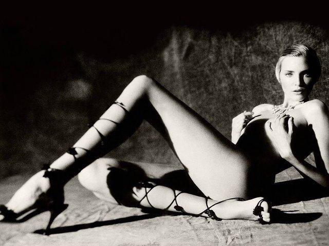 Моделі 90-х: як змінилася володарка карколомних ніжок Надя Ауерман (18+) - фото 342669