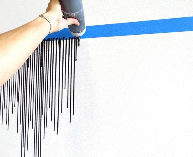 Дівчина наклеїла на стіну скотч і облила фарбою: результат вражає - фото 342758