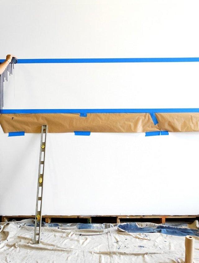 Дівчина наклеїла на стіну скотч і облила фарбою: результат вражає - фото 342760