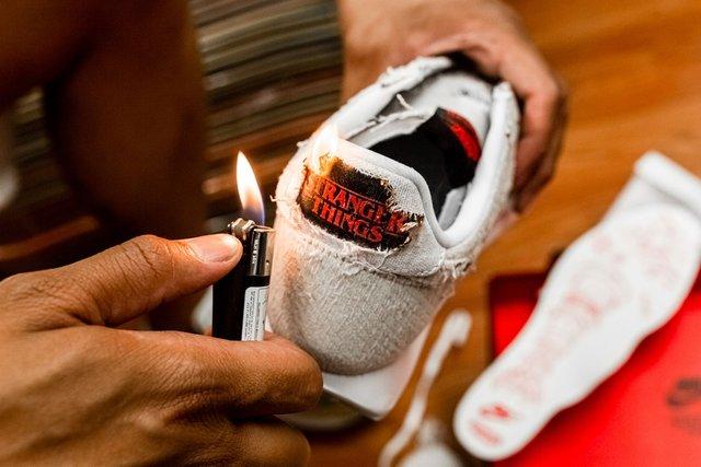 Дуже дивні справи: Nike випустив кросівки до серіалу, які варто підпалити - фото 342853