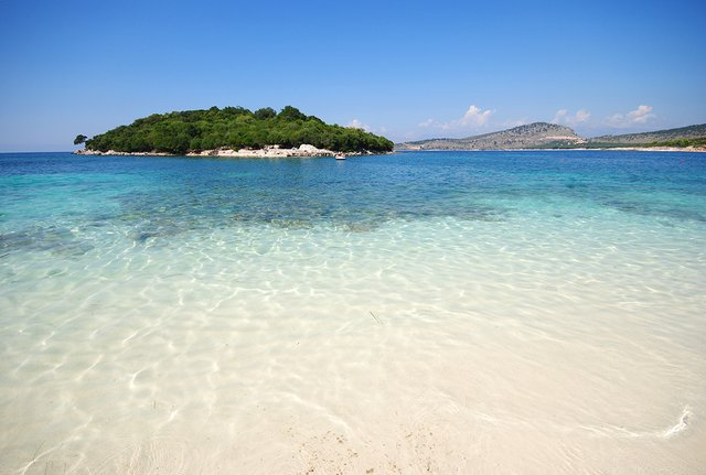 Відпочинок на морі 2019: чому варто поїхати в Албанію - фото 342978