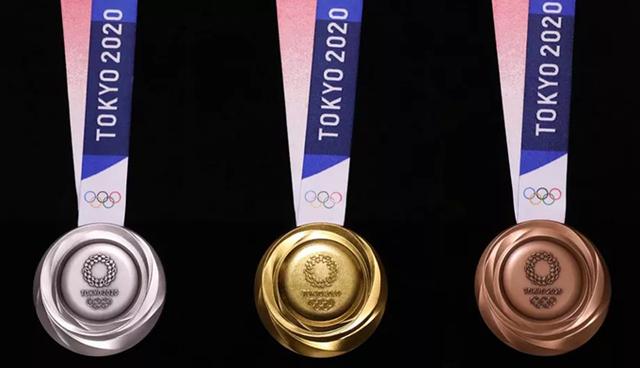 У Токіо показали олімпійські медалі зі старих телефонів - фото 343352