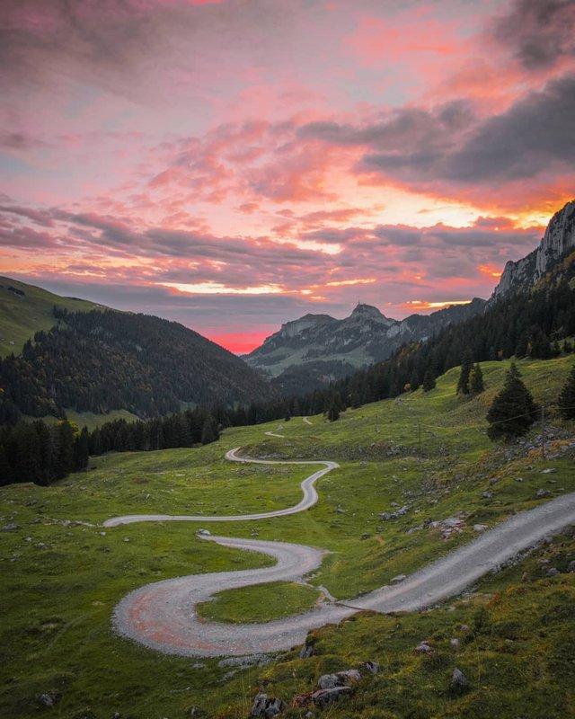 Подорож Швейцарією у різні пори року: захопливі фото - фото 343409