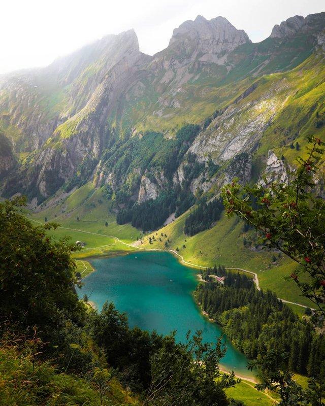 Подорож Швейцарією у різні пори року: захопливі фото - фото 343410