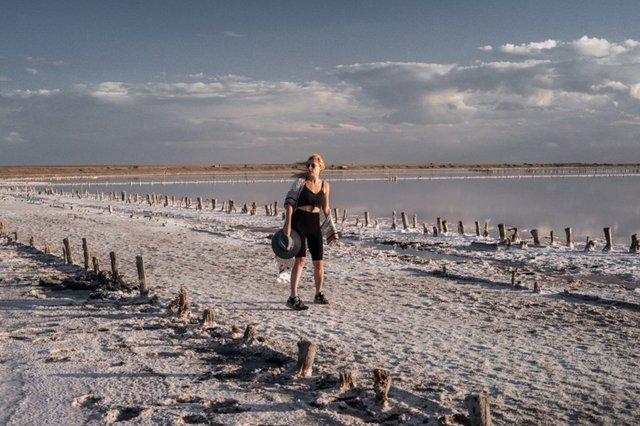 Рожеві озера і пустеля: блогерка показала неймовірні місця в Україні - фото 343521
