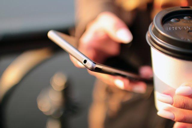 Зловживання смартфоном стає причиною ожиріння - фото 343779