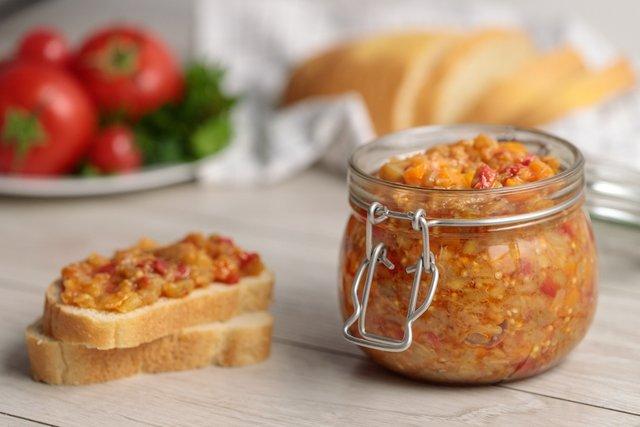 Ікра з баклажанів на зиму: покрокові рецепти смачної закуски з фото - фото 343948