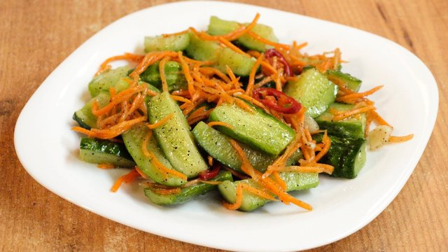 салат з огірків та моркви по-корейськи на зиму - фото 343986