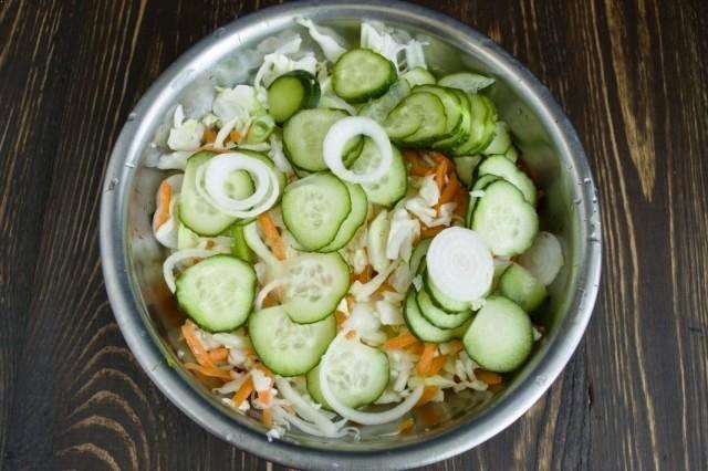 Салат з капусти та огірків на зиму - фото 344017