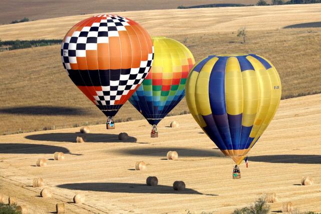 Як у Франції проходить яскравий фестиваль повітряних куль - фото 344698
