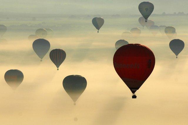 Як у Франції проходить яскравий фестиваль повітряних куль - фото 344701