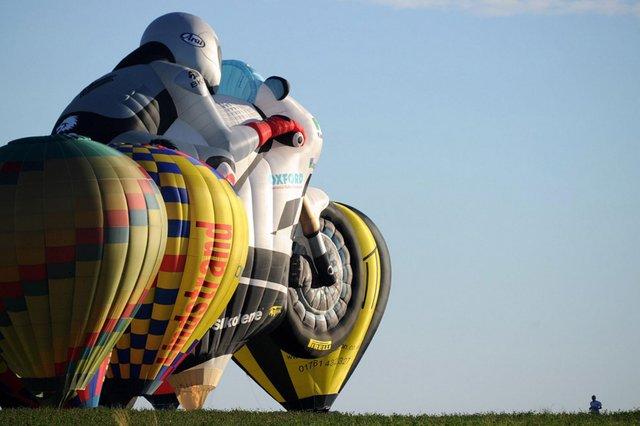 Як у Франції проходить яскравий фестиваль повітряних куль - фото 344703