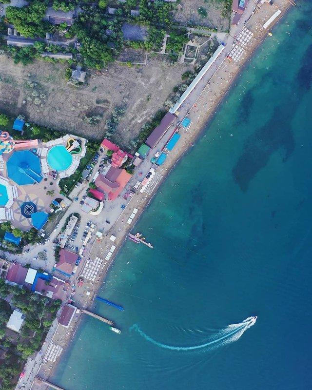 Порожні пляжі Криму показали з висоти пташиного польоту - фото 344875