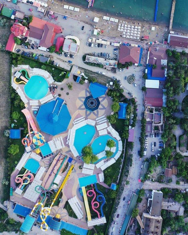 Порожні пляжі Криму показали з висоти пташиного польоту - фото 344877