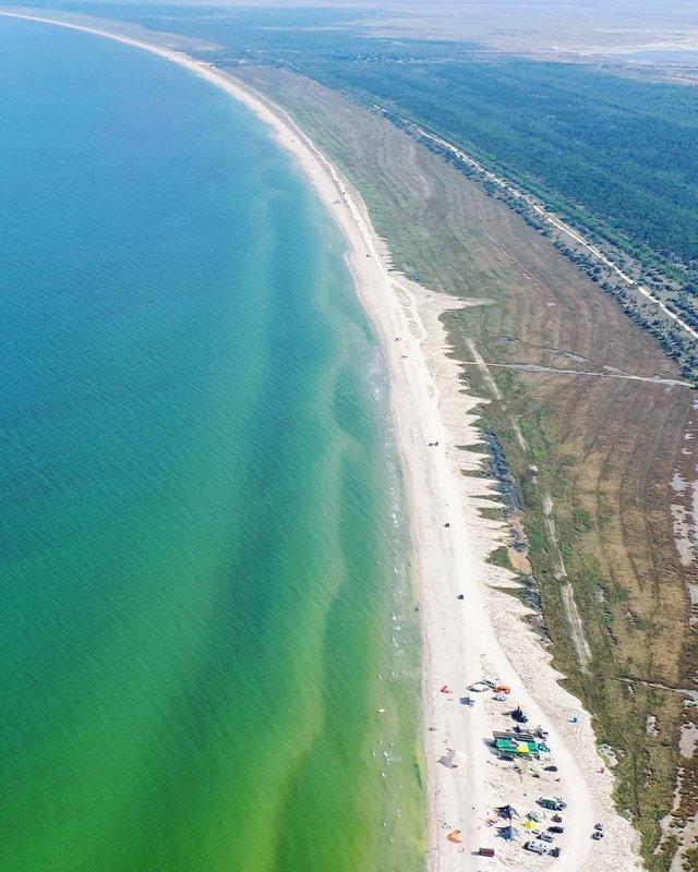 Порожні пляжі Криму показали з висоти пташиного польоту - фото 344880