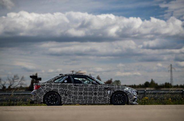 BMW уперше показала трекову M2 Competition - фото 345083