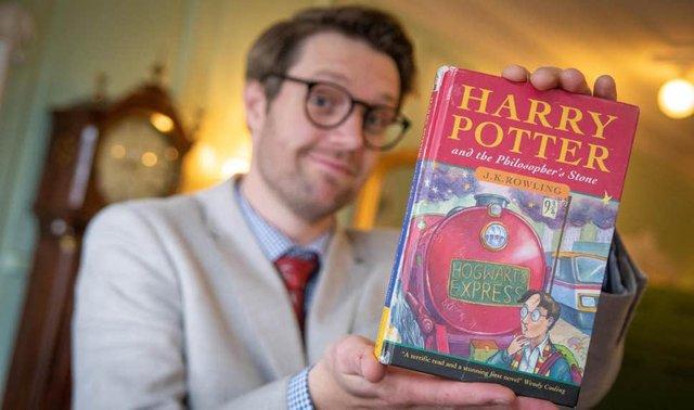 Рідкісну книжку про Гаррі Поттера продали за шалені гроші - фото 345135