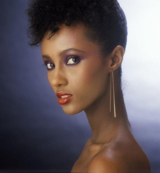 Моделі 90-х: як змінилася екзотична сомалійка Іман (18+) - фото 345238