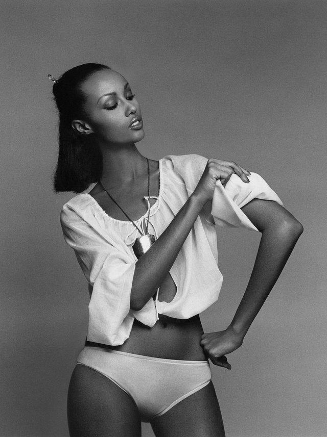 Моделі 90-х: як змінилася екзотична сомалійка Іман (18+) - фото 345243
