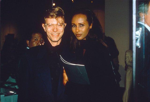 Моделі 90-х: як змінилася екзотична сомалійка Іман (18+) - фото 345258