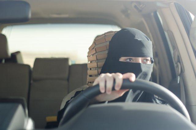 Тепер саудівські жінки можуть подорожувати самостійно - фото 345364