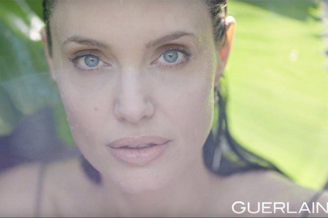 Чуттєва Анджеліна Джолі оголилася для реклами парфуму (відео) - фото 345471