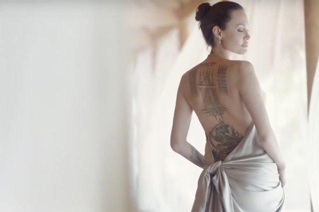 Чуттєва Анджеліна Джолі оголилася для реклами парфуму (відео) - фото 345472