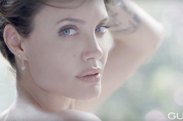 Чуттєва Анджеліна Джолі оголилася для реклами парфуму (відео) - фото 345475