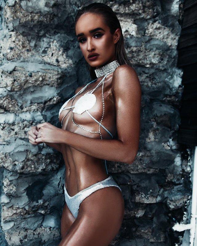 Дівчина тижня: пристрасна блондинка та сексуальна зірка Playboy Кіра Транструм (18+) - фото 345546