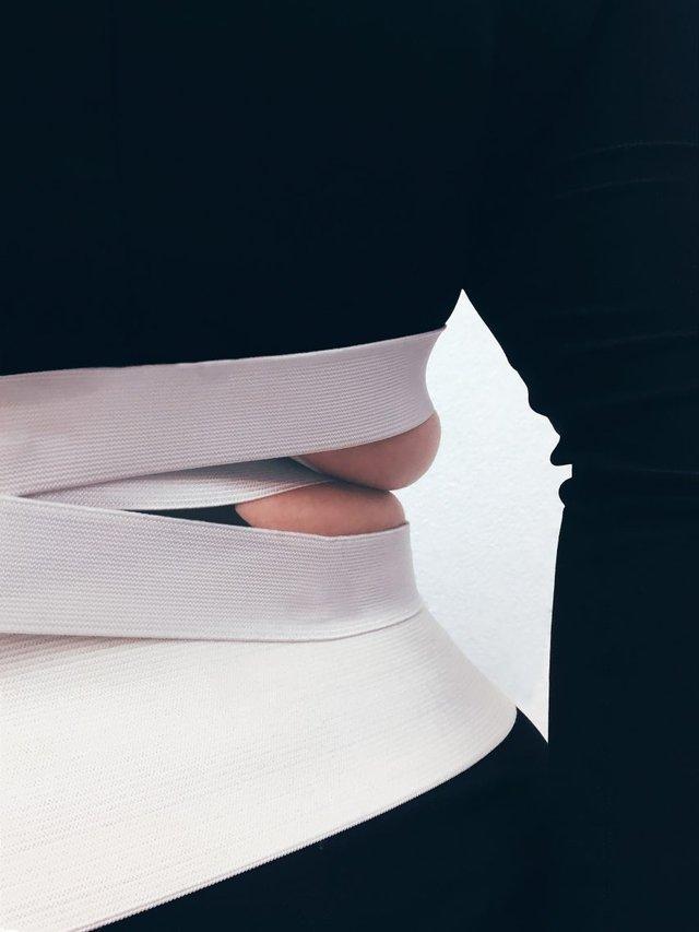 Дизайнер одягу показала колекцію, яка підкреслює недоліки фігури - фото 345709