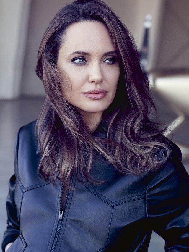 Мене б палили на вогнищі: Анджеліна Джолі вразила відвертим есе - фото 345858