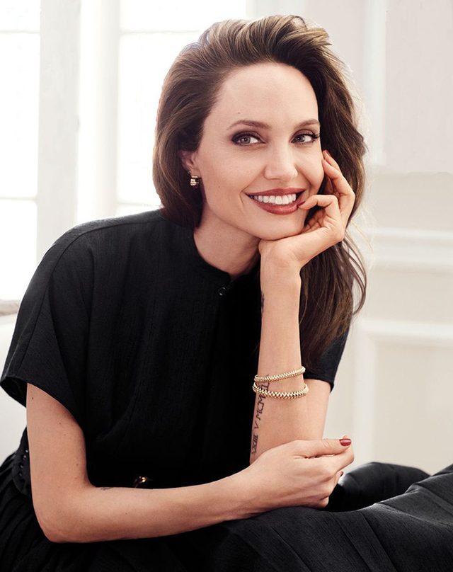 Мене б палили на вогнищі: Анджеліна Джолі вразила відвертим есе - фото 345859